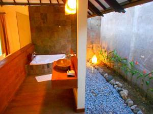 sewa hotel villa murah Romantic Cottage THE BATU Hotel & Villas Malang strategis bath tub air panas