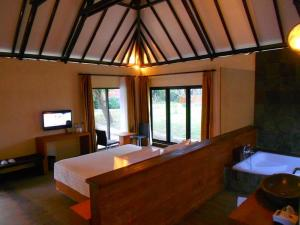 sewa hotel villa murah Romantic Cottage THE BATU Hotel & Villas Malang bath tub air panas