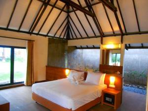 sewa villa hotel murah Romantic Cottage THE BATU Hotel & Villas bath tub air panas