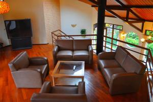 the-batu-villas-malang-villa-klub-bunga-villa-8-living-room