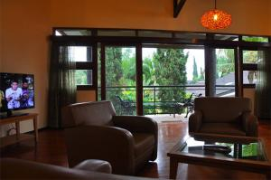 the-batu-villas-malang-villa-klub-bunga-villa-8-living-room-2
