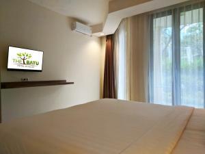 Deluxe Kingbed kamar hotel murah dekat Museum Angkut