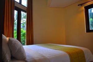 sewa kamar hotel villa murah the-batu-villas-malang-villa-klub-bunga-villa-8-room-4